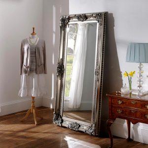 YG256 Baroque mirror in Silver