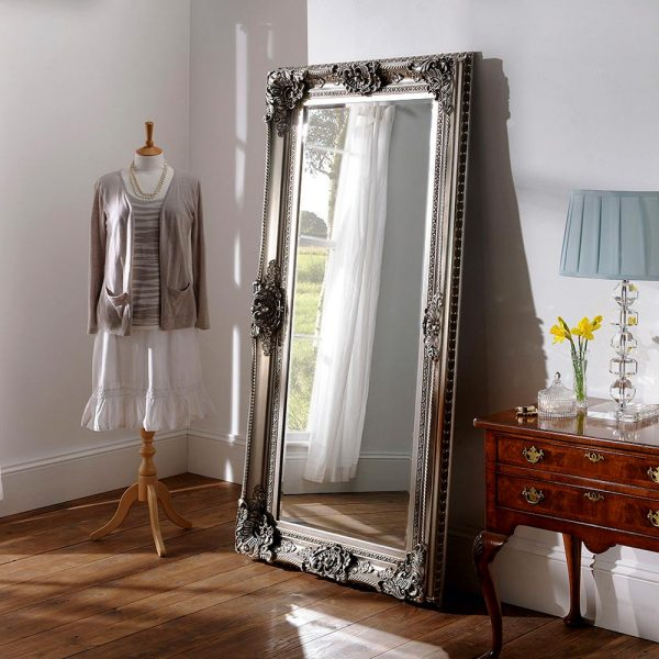 YG256 Baroque mirror in Silver