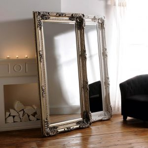 YG257 Baroque mirror in Silver and White